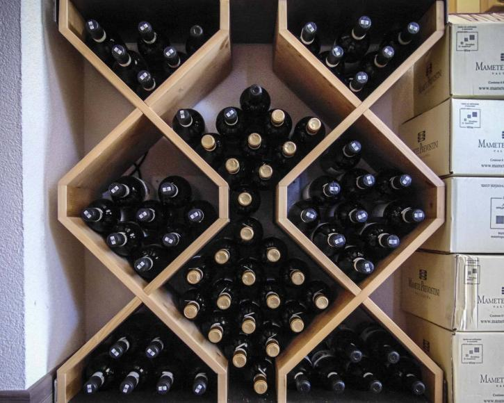 Espositore vini - enoteca a Livigno