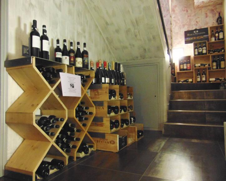Prospettiva vini esposti - cantina Vino e Co